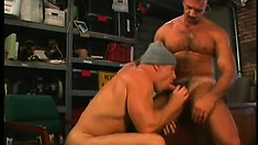 Mechanic gives this stud a discount after taking his dick raw