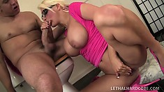 Buxom blonde Jacky Joy gets her pussy eaten out and returns the favor with a blowjob