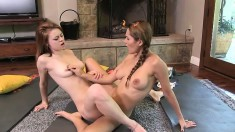 Flexible sporty females Mari and Sage make some scissoring today