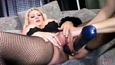 Chubby blonde makes her skinny brunette lover moan in pleasure