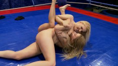 To the victor goes pussy for Nikky Thorne and Brandy Smile wrestling