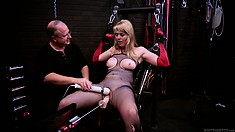 Hot babe in fetish gear tries out her master's fucking machine