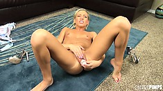 Kacey Jordan drills her pussy until she gives herself an orgasm