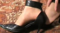Oxy takes off her heels but leaves her nylons on while getting frisky